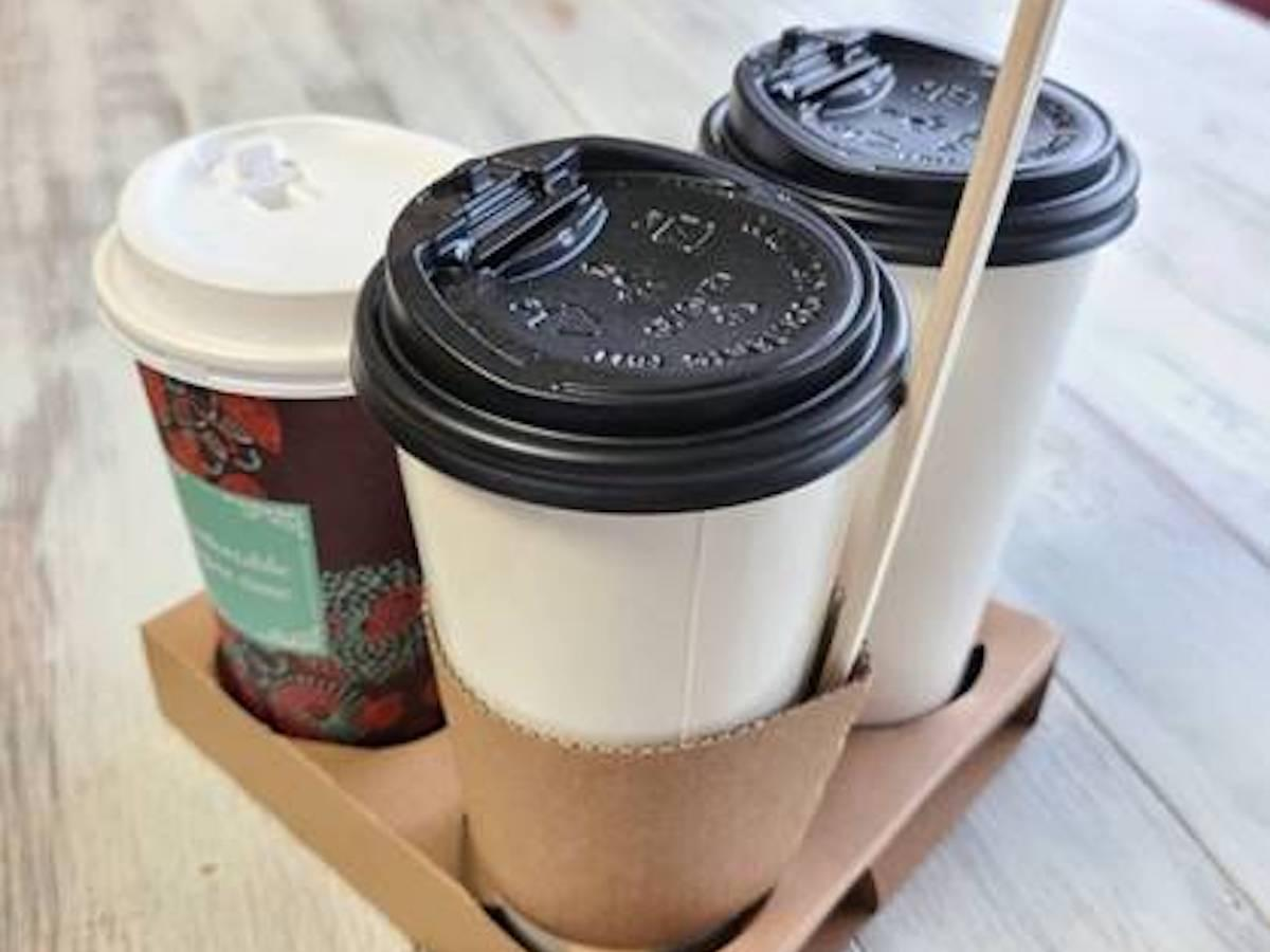 コーヒーカップに入れて販売している「ふるふるラーメン」