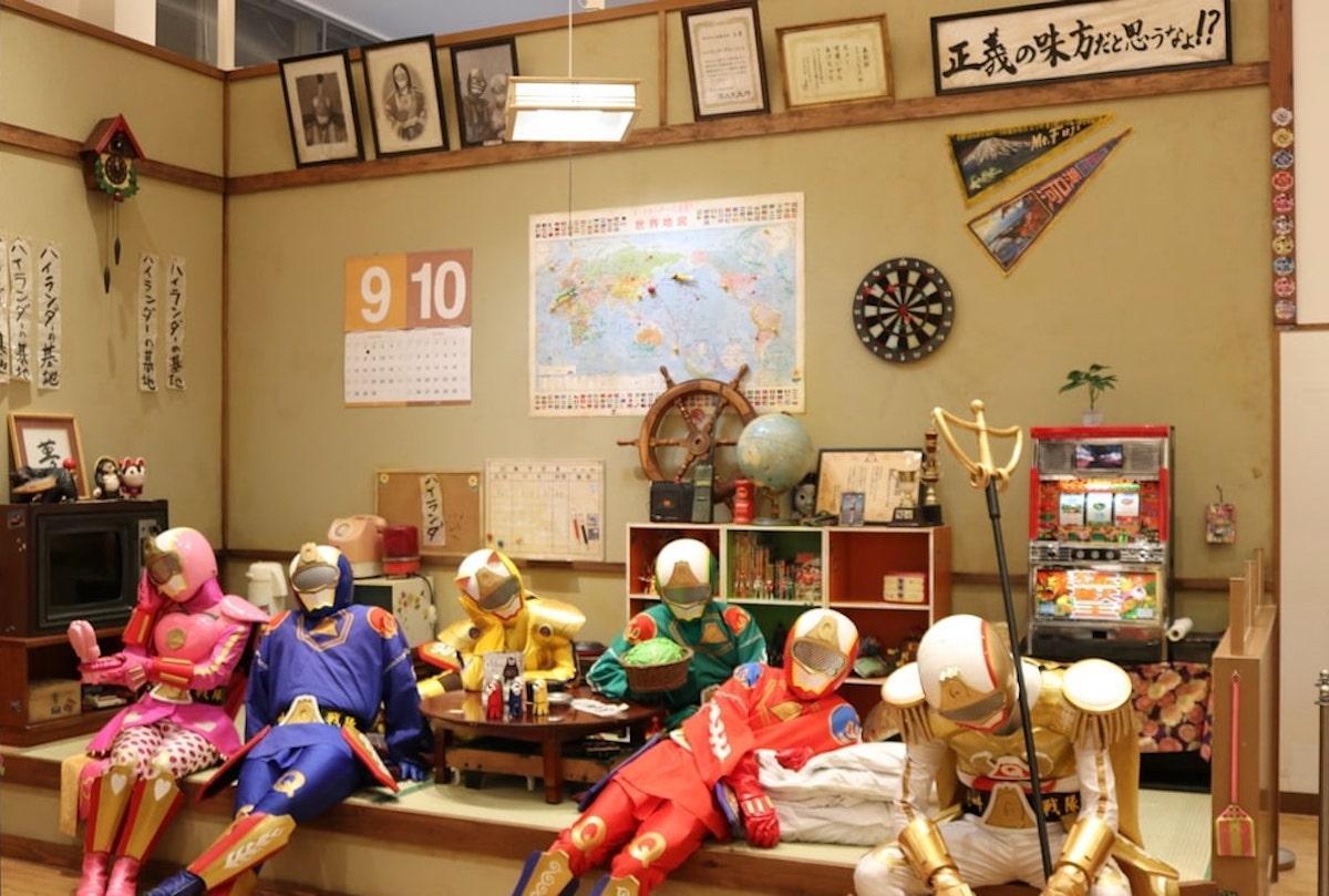 カフェ内には「絶叫戦隊ハイランダー」の基地も