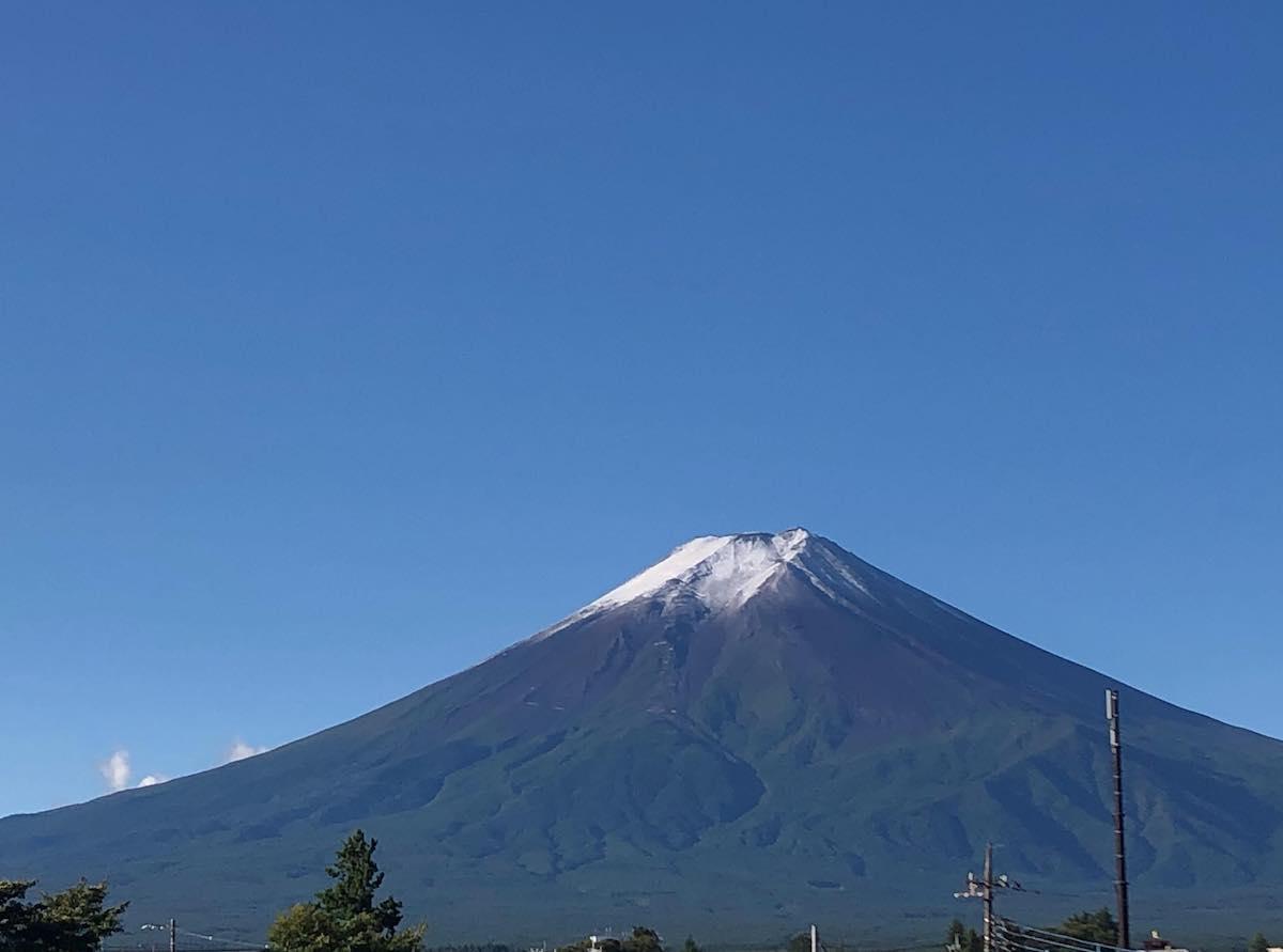 富士吉田市内から望む富士山(9月28日撮影)