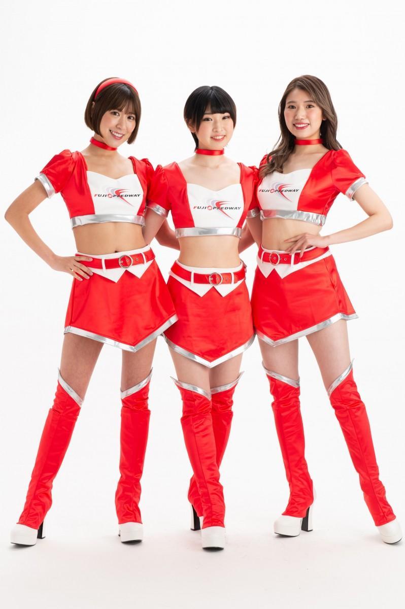 2021年第16期「クレインズ」 (左から)高橋真以さん、佐久間あゆみさん、秋澤うららさん