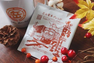 岳南電車に新グッズ オリジナルのコーヒー・マグカップ・夜景電車ハンカチ