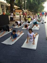西ムンバイ・バンドラで歩行者天国-道路片側6キロを開放