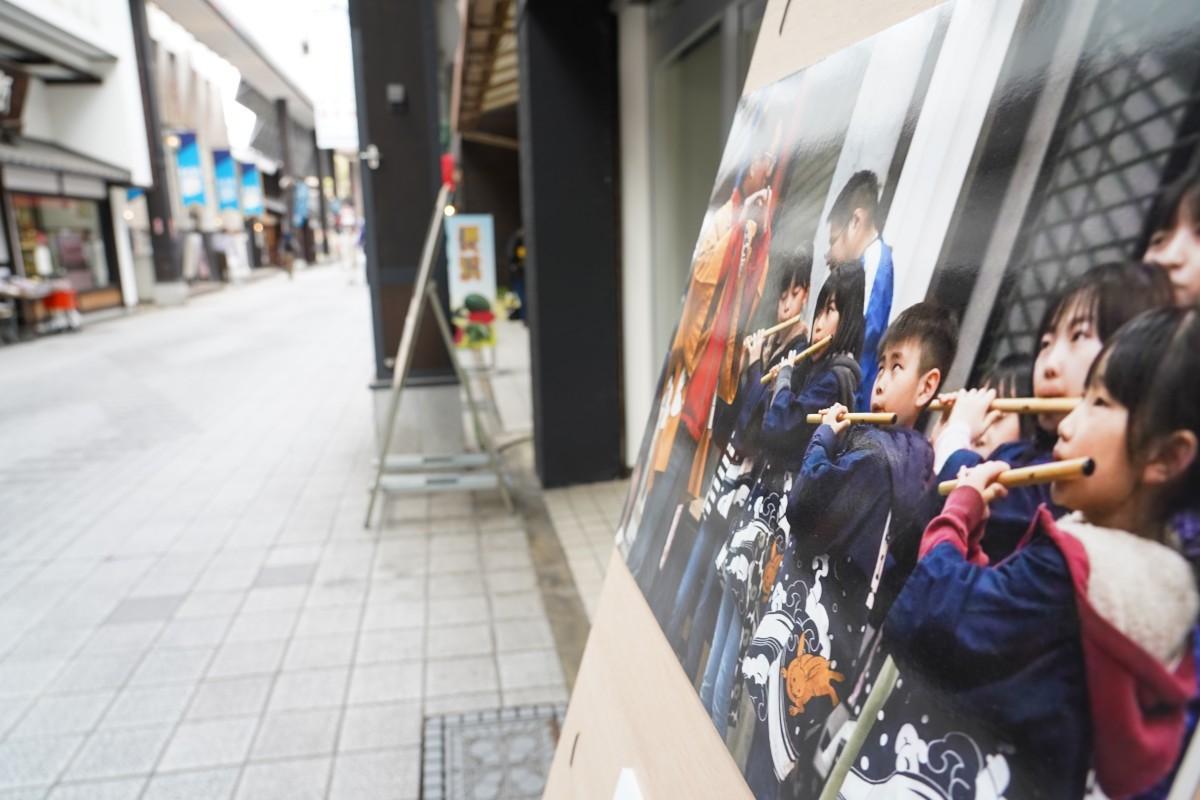 長浜大手門通り商店街一帯で開催中(~4月18日)