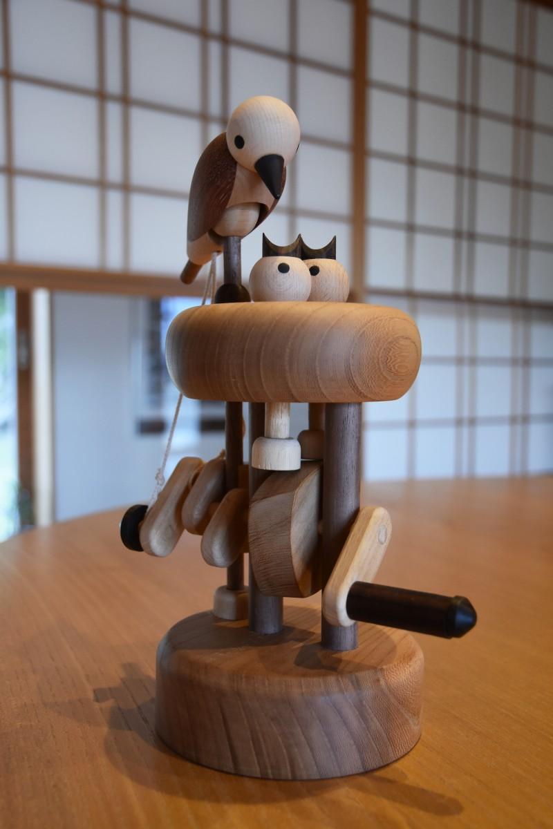 木製のカラクリ玩具