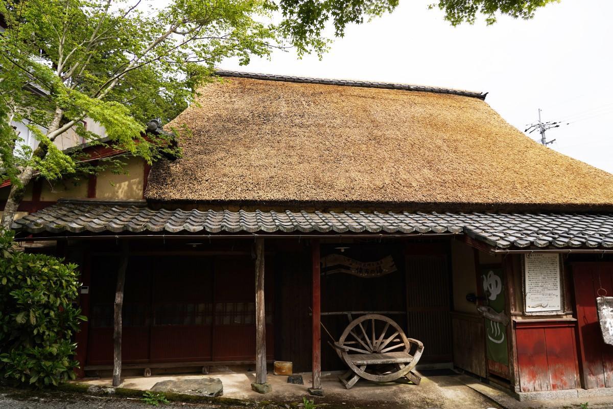湖北の伝統建築「よしぶき屋根」