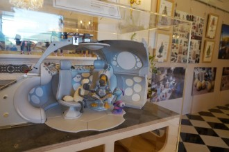米原・ローザンベリーで「ひつじのショーン原画展」ジオラマや原画を展示
