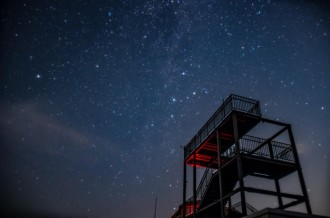 「伊吹山星空観光バス」運行始まる 山頂で星空案内人と夜空観賞