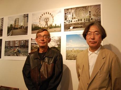 写真家カリー・マルケリンクさん(左)とドキュメンタリー映像制作者の山本正興さん(右)