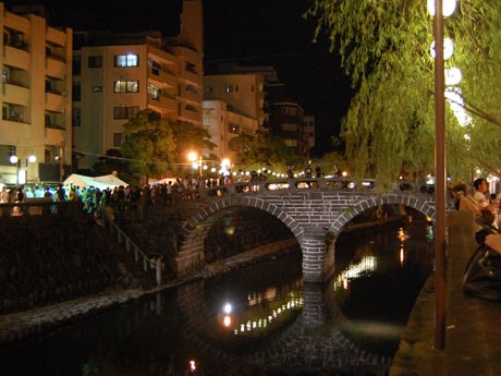 長崎の和の風情を発信。中島川かいわいを盛り上げる長崎夜市の様子(昨年)