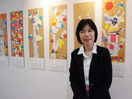 オープン企画展が行われているギャラリー。運営者の米田幸さん。