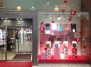 長崎・浜屋百貨店入り口ディスプレーに「ふんどし」ー2月14日は「ふんどしの日」