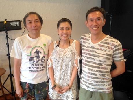 左から伊藤心太郎さん、上奥まいこさん、草野よしひろさん