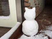 長崎の空揚げ専門店に「にゃんこの雪だるま」 米国映画のキャラター作品も