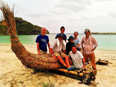 昨年、与那国島で撮影。最も低い姿勢が石川さん