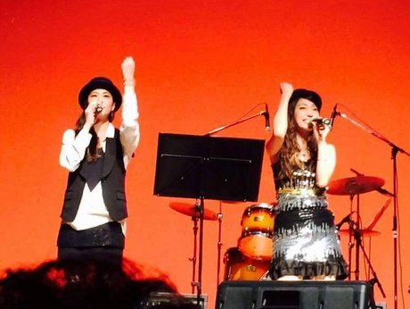 昨年の出演者・上奥まいこさん(右)と鈴木妙里さん