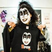 長崎の古着店がオープン5周年記念 店主が「ロック調仮装」で接客