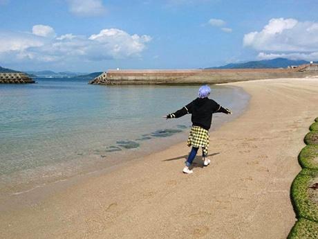 島内で撮影を楽しむコスプレイヤー