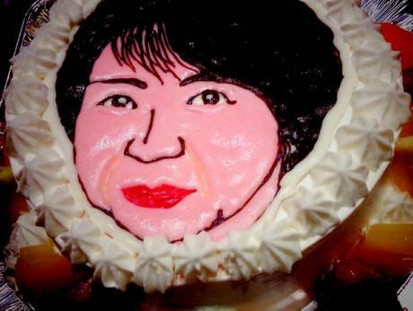 ある女性客の人面ケーキ
