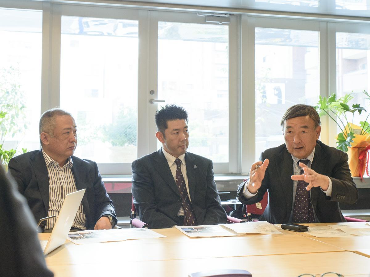 (左から)世話人の太田さん、クルージング事業検討委員会事務局の寳珠さん、鈴木さん