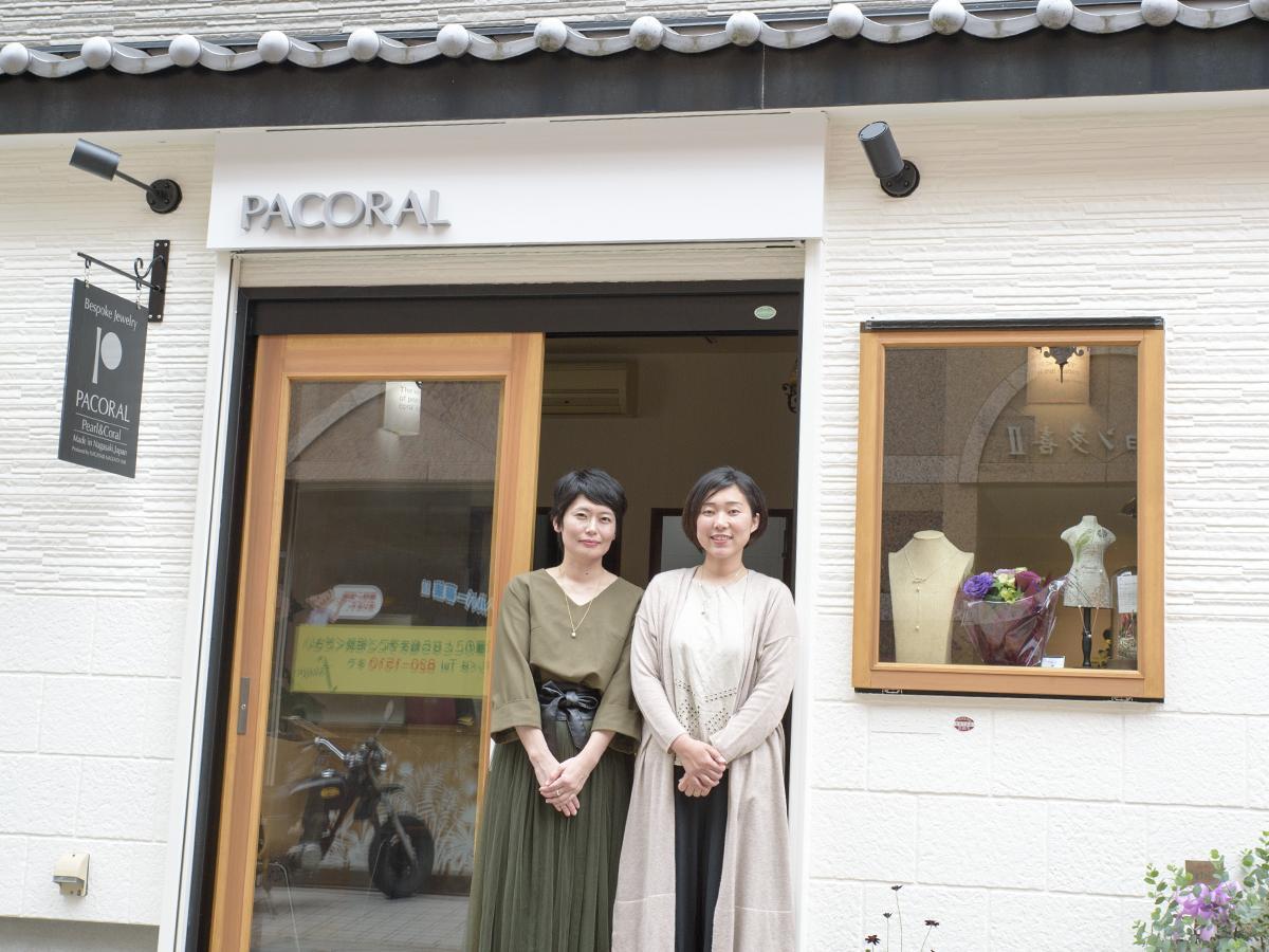 デザイナーの友清さん(左)とスタッフの廣瀬さん