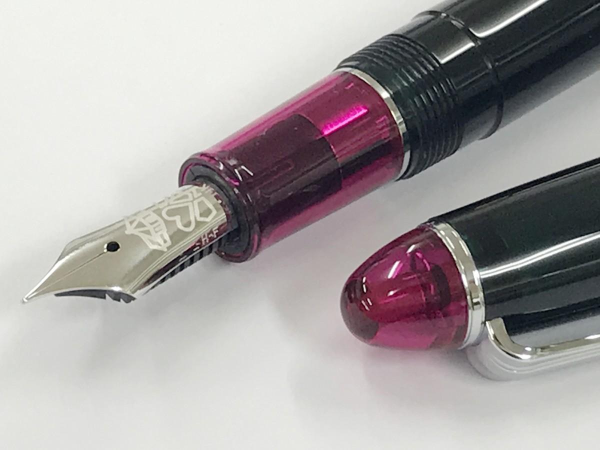 会場で先行発売される万年筆、長崎美景「グラバーフォレストローズ」
