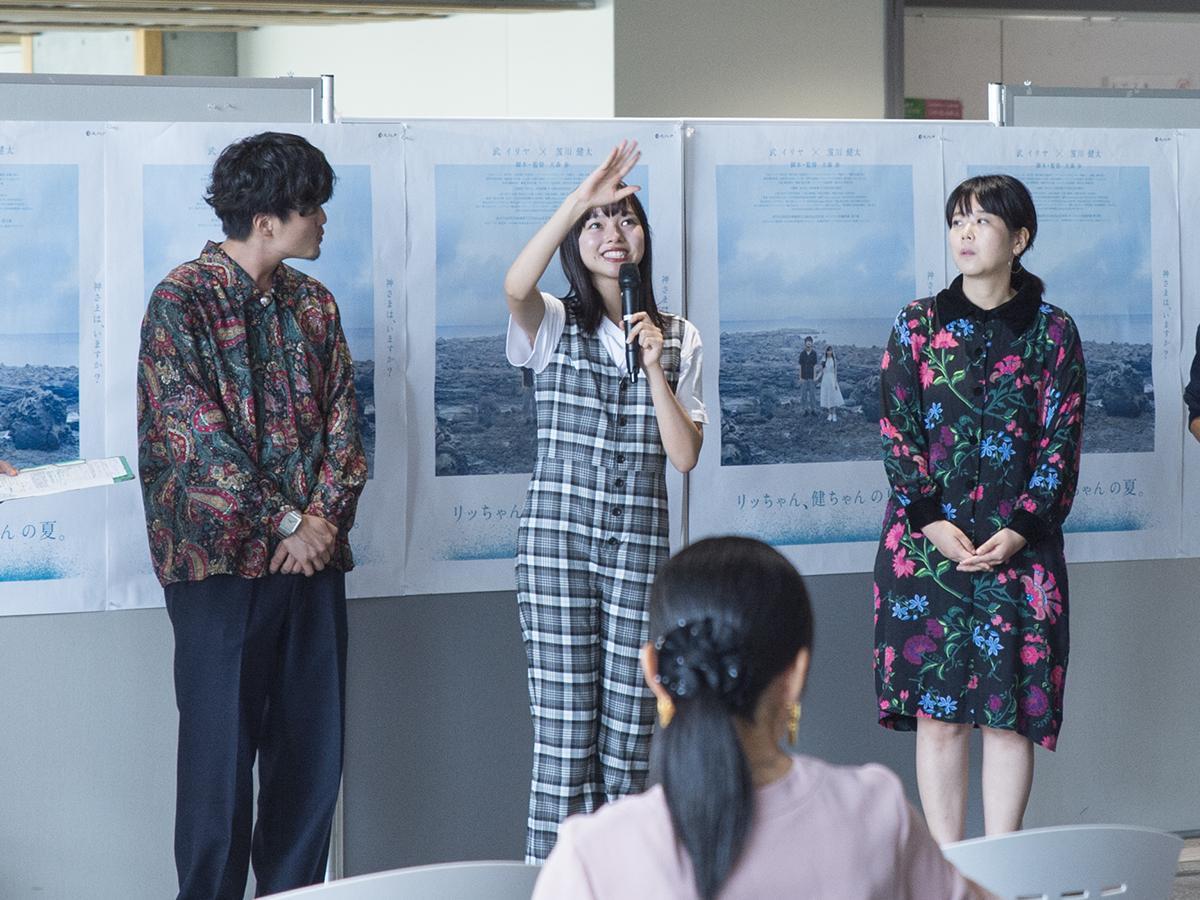 トークショーを行う(左から)笈川さん、武さん、大森監督