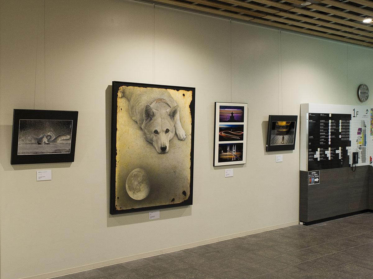 1階エレベーターホール前に展示している作品