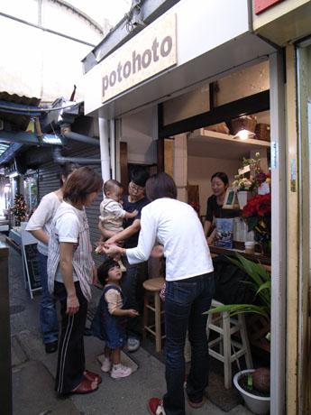 昔のマチグヮーの風情が残る栄町市場にオープンしたコーヒー専門店「ポトホト」