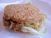 沖縄吉野家が「牛丼バーガー」-県内4店のみで試験販売