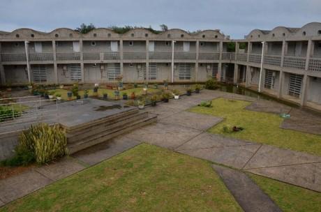 写真?=「2泊3日、沖縄島旅。楽園・離島便」の予約システムが稼働した「ハマユウ荘」(北大東島)