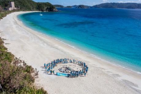 「チームけらま」が2014年に行ったビーチクリーン活動の様子