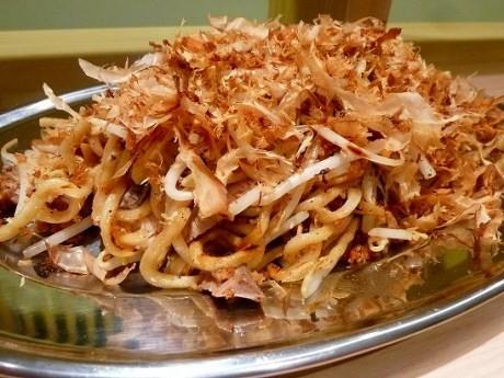 「逸品グランプリ2012」で食いしんぼ部門3位の「麺や七彩」後がけソース焼きそば