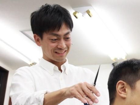 1948(昭和23)年創業の「メンズサロンながさわ」3代目店主、長澤圭岳さん