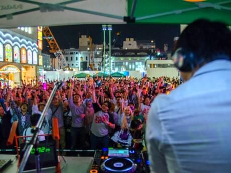 昨年、新宿歌舞伎町シネシティ広場で行われたリアニメーション4の様子(ブース内より)