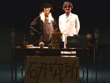 飯田橋博士(右)とブラック・ポール博士
