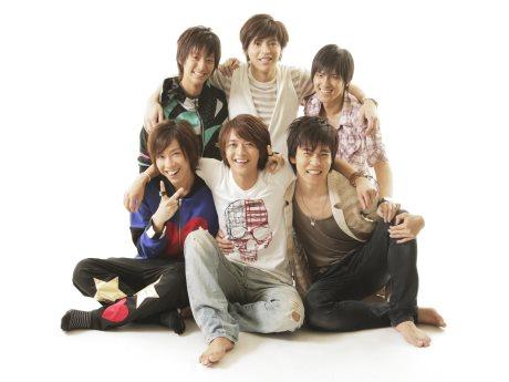 手前左から葉山昴さん、主宰の森本亮治さん、松井貴典さん、左奥から今井康揮さん、山本博司さん、安田俊さん
