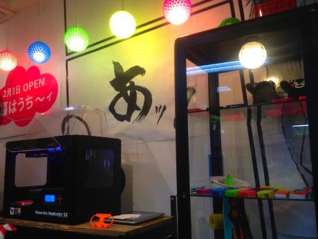 その場で使える3Dプリンターと照明カバーなど作品の数々