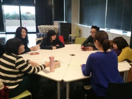 学習支援教室の授業内容を議論する学生チーム「なかのーばる」のメンバー