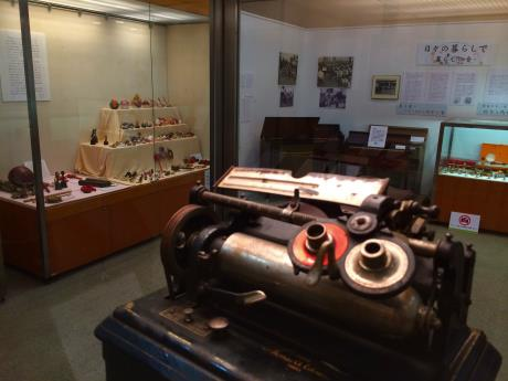 展示会場の中央に展示の「エジソン蓄音器」