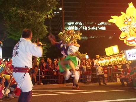 跳人の舞いが観客を沸かせた