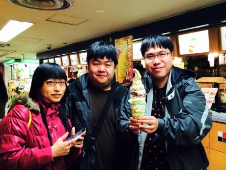 2月24日に8段ソフトを注文した香港からの旅行客3人組