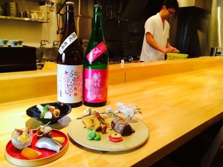 一品料理の盛り合わせ例(自家製からすみ・こはだ寿司などの前菜、いいだこ・新じゃがなどの煮物、幽庵焼き・たけのこ木の芽焼きなどの炭火焼)