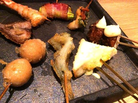 「海鮮串天ぷら 中野屋」の串盛り合わせ例