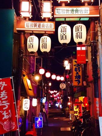 会場となる昭和新道商店街入り口(早稲田通り沿い)