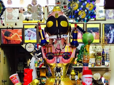 「アサヒ薬局」店内中央に展示してあったオブジェ
