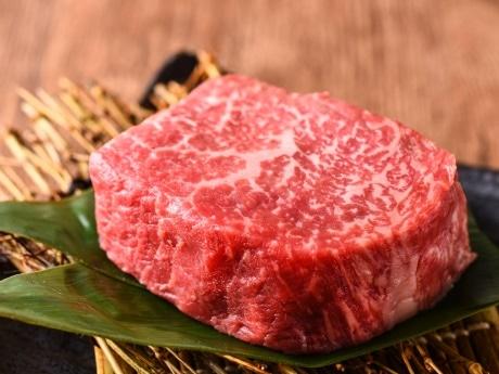 店主お薦めの「極ロースステーキ(赤身、150グラム)」(2,960円)