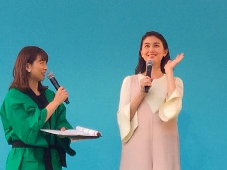 初日の「東北GENKIプロジェクト」ステージに登場した山形県出身の女優・橋本マナミさん