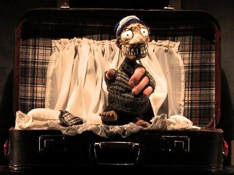 東中野で「東京演劇集団 風」が新作公演 8つのモノローグ集からなる仏語人形劇