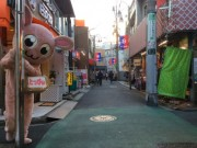 中野・野方駅前に「幻のゆるキャラ」とっぴぃ現る 顔と体のギャップに区民驚く