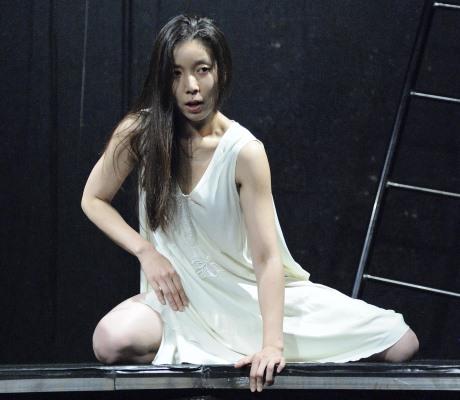 詩劇「バールの賛歌~バールの愛した女」のワンシーン(1)